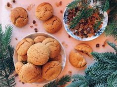 Szuperfinom mézes puszedli | Street Kitchen Hungarian Recipes, Cake Cookies, Biscotti, Dog Food Recipes, Muffin, Food And Drink, Baking, Ethnic Recipes, Christmas Recipes
