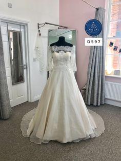 Organza Dress, Silk Organza, Tulle, Fox Wedding, Bridal Dresses, One Shoulder Wedding Dress, Trends, Bride, Lace