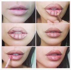 Angelina Jolie. 1° Sombrear con delineador parecido al color piel pero un poquito más marrón. 2° Usar labial de un color rosita parecido al color de labios, o semitransparente, o un brillito.