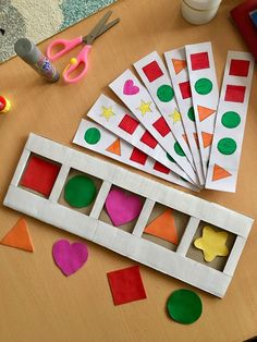 Attention study with shapes You are in the right place about Montessori Activities felt Here we offe Kindergarten Learning, Preschool Learning Activities, Infant Activities, Fun Activities, Kids Crafts, Preschool Crafts, Paper Crafts, Delaware, Pattern Recognition