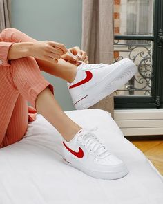 b9cb3d9f747 WANTED   ces Nike Air Force 1 blanches et rouges canons ♥ ♥ Dispo