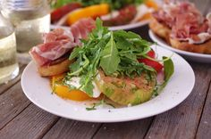 Recipe for tomato and fresh mozzarella salad with prosciutto toasts