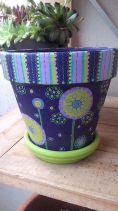 Un pot pour Emma, peint dans ses couleurs Desert Cactus, Planter Pots, Creations, Diy Crafts, Decoration, Vases, Painting Terracotta Pots, Painted Plant Pots, Rocks