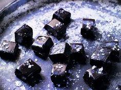 Få kan motstå denna underbara lakritstoffé med både lakrits och mörk choklad. Inte ens de som i vanliga fall inte gillar lakrits.