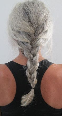 To what age should I keep my hair long? This grey hair looks beautiful. Long Gray Hair, Silver Grey Hair, Pelo Color Plata, Silver Haired Beauties, Curly Hair Styles, Natural Hair Styles, Natural Beauty, Grey Hair Inspiration, Going Gray