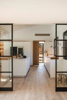 35 elegant white kitchen design ideas for modern home 1 Modern Kitchen Design, Interior Design Kitchen, Küchen Design, Design Ideas, Living Room Modern, Kitchen Living, Living Rooms, Living Area, Kitchen Furniture