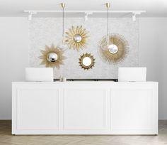 Espejo dorado Kirpi | Espejos dorados, ¡un complemento decorativo que nos encanta!  Kirpi espejo dorado con forma circular es perfecto para colocar en el salón, en el dormitorio, en el recibidor, o donde más te guste.  ¿Te atreves con esta tendencia?  * Espejo plano biselado Forma Circular, Tapestry, Home Decor, Small Mirrors, Gold Mirrors, Decorative Mirrors, Home Decorations, Ornaments, Yurts