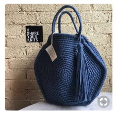 A Collection of Crochet Handba Crochet Tote, Crochet Handbags, Crochet Purses, Crochet Yarn, Pochette Diy, Round Bag, Big Bags, Knitted Bags, Crochet Accessories