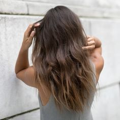 Smooth, flat waves = a weekend favorite thanks to their polished, but not too put-together, appeal. Get the look with just a flat iron + Caviar Perfect Texture Finishing Spray. College Hairstyles, Hairstyles Haircuts, Ombre Hair, Balayage Hair, Hair Inspo, Hair Inspiration, Blonde Light Brown Hair, Medium Hair Styles, Long Hair Styles