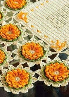 Servilleta ó camino de mesa con flores a granel | Manualidades