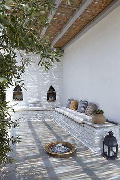 Colour scheme and pergola. Built-in seating and Moroccan de. Colour scheme and pergola. Built-in seating and Moroccan details. Patio Interior, Modern Interior, Interior And Exterior, Interior Design, Cafe Exterior, Exterior Signage, Stucco Exterior, Cottage Exterior, Interior Livingroom