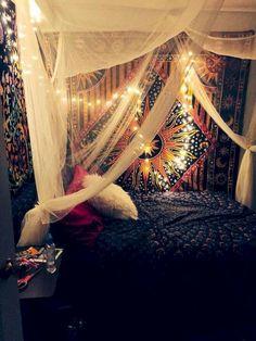 Com/Hippie-Bedroom-Designs/ hippy room, boho room, tapes Hippy Bedroom, Boho Bedroom Decor, Cute Room Decor, Boho Room, Room Ideas Bedroom, Bedroom Inspo, Bedroom Designs, Hippie Room Decor, Hippie Apartment Decor