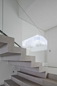 Stairs Casa HS, Sao Paulo in Brazil | stairs . Treppe . escalier | Design: Studio Arthur Casa | | Photo: Fernando Guerra – FG+SG |