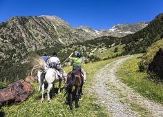 Descubrir paisajes con rutas a caballo http://www.rural64.com/st/turismorural/Descubrir-paisajes-con-rutas-a-caballo-6629