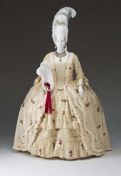 Robe à la française: ca. 1750-1760, British, silk damask, silk  thread, hand-made lace, silk brocade, decorated with embroidered.