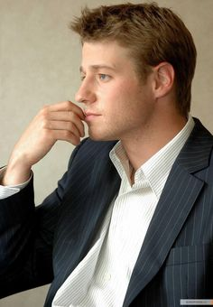 A nice side profile of Ben McKenzie, as requested by Liliane.