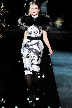 See the complete Dolce & Gabbana Fall 2009 Ready-to-Wear collection.