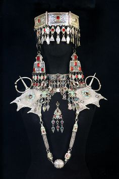 Come and see the Antique Berber Headdress Kabyle , Silver Enamel & Coral Ethnic Headlace from Moroccan Ancient Jewelry, Antique Jewelry, Silver Jewelry, Silver Ring, Silver Earrings, Silver Enamel, Moroccan Jewelry, Ethnic Jewelry, Bohemian Jewelry