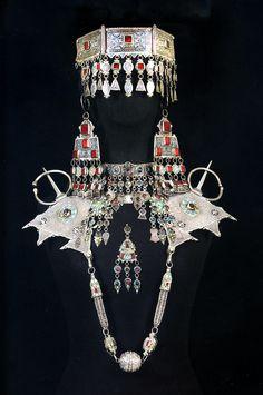 BERBER WOMEN OF MOROCCO by Leonor Arno Pons – Ethnic Jewels Magazine