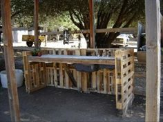 outdoor work bench made from old pallets
