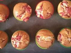 Epres-túros muffin Fun Desserts, Scones, Donuts, Cake Recipes, Muffins, Recipies, Food And Drink, Yummy Food, Cookies