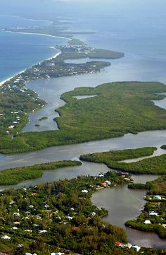 Barrier islands protect only 13 percent of the world's coastlines, and many of those islands are located right here in the United States. If you want to visit some of the globe's most stunning beaches, head to one of these recommended barrier islands.