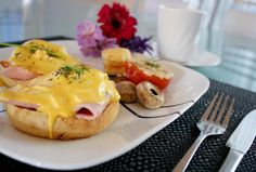 { a swoonful of sugar } : Eggs Benedict!