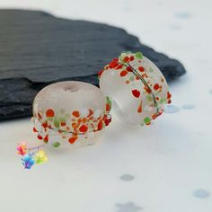 Lampwork Beads Festive Frosted Blossom by GlitteringprizeGlass  °☆° Festive Frosted Beads°☆°  More beads with that December feel!   Trudi x  #glitteringprizeglass #festive #christmas #lampwork #beads #handmade #jewelrydesign #jewellerydesign #glassbeads