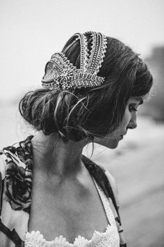 Create feminine elegance with crystals or pearl-embellished accessories, Bohemian Headpiece, Vintage Headpiece, Floral Headpiece, Head Accessories, Wedding Accessories, Fashion Accessories, Hairdo Wedding, Wedding Headband, Bridal Veils And Headpieces