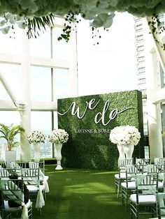 & do& green ceremony backdrop and faux grass wedding aisle // Five Que. & do& green ceremony backdrop and faux grass wedding aisle // Five Que. & do& green ceremony backd. Wedding Stage, Wedding Ceremony Decorations, Wedding Centerpieces, Wedding Venues, Dream Wedding, Trendy Wedding, Wedding Backdrops, Wedding Backdrop Design, All White Wedding