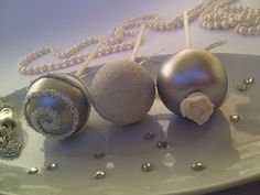 Silver and white cake pops by Creative Cakepops #silver #white #cake #cakepops