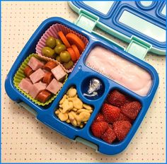 The Lucky Lunchbox/ Ten minute lunch in the Bentgo Kids lunchbox.cute can be quick! The Lucky Lunchbox/ Ten minute lunch in the Bentgo Kids lunchbox.cute can be quick! Lunchbox Kids, Bento Box Lunch For Kids, Kids Packed Lunch, Kids Lunch For School, Healthy Lunches For Kids, Toddler Lunches, Lunch Snacks, Kids Meals, Lunch Ideas