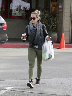 Hilary Duff at Beverly Glen Farmers Market in Los Angeles, CA.