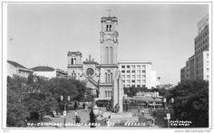 Campinas. Largo do Rosário, com a Igreja e o abrigo de bondes ao lado. Início dos anos 50.