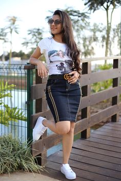 Instagram: @byaquila_store Skirt Outfits Modest, Denim Skirt Outfits, Chic Outfits, Fashion Outfits, Denim Bodycon Dress, Skirt And Sneakers, Latest African Fashion Dresses, Athleisure Outfits, Look Fashion