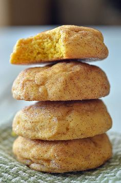 "Pumpkin Snickerdoodles - I want to marry these two delicious words inside of mouth.""Do you, Pumpkin, take Snickerdoodle to be your wedded sweet treat? Cookie Desserts, Just Desserts, Cookie Recipes, Dessert Recipes, Dessert Healthy, Yummy Treats, Sweet Treats, Yummy Food, Pumpkin Recipes"