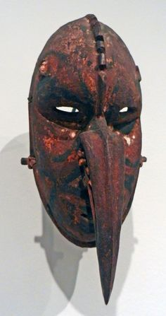 Photo of Fowler Museum - Los Angeles, CA, United States. Mask; Papua New Guinea, East Sepik province, Nagum Boiken culture; first quarter of 20th century; wood, pigment, plant fiber