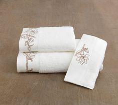Osuška VIOLA je vyrobená zo 100% česanej bavlny s vynikajúcou savosťou. Rozmer 85 x 150 cm zaručí, že osuška zahalí celú vašu postavu. Gramáž je 580 g / m²