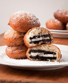 I had my first Deep Fried Oreo tonight. I literally lived for the first time. Bready on the outside, chocolatey and goey on the inside. These are SERIOSLY to die for. Delicious Desserts, Dessert Recipes, Yummy Food, Yummy Yummy, Delish, Snack Recipes, Donut Recipes, Cooking Recipes, Frugal Recipes