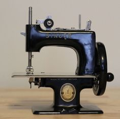 Singer Sewhandy Model 20-10 Toy/Child's Sewing Machine
