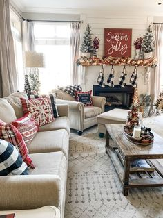 Christmas living room inspiration and ideas! Farmhouse and more home decor ideas by Wilshire Collections. Room Inspiration, Cozy Christmas Living Room, Guest Bedroom Design, Farmhouse Christmas Decor, Farm House Living Room, Christmas Bedroom, Christmas Living Rooms, Christmas Room, Christmas Decorations Living Room