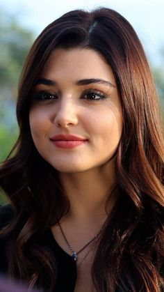 Hande Ercel Beautiful and Sexy Babes! Turkish Women Beautiful, Turkish Beauty, Most Beautiful Faces, Beautiful Girl Image, Beautiful Eyes, Indian Beauty, Gorgeous Women, Beautiful Bollywood Actress, Most Beautiful Indian Actress