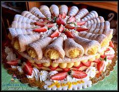 TORTA DIPLOMATICA - ripiena di FRAGOLE e CREMA PASTICCERA Baking Recipes, Cake Recipes, Dessert Recipes, Super Torte, Elegant Desserts, Best Italian Recipes, Number Cakes, Vegan Cake, Strawberry Recipes