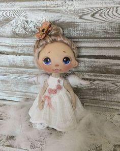 Куколка ростом 20 см, сидит сама, стоит лучше с опорой, ручки гнутся, волосики натуральные козьи, крашены мной, можно делать хвостики и заплетать, крылышки, платице, ажурные лосинки, сапожки - всё снимается, куколка при маме #куклыеленывылегжаниной #текстильнаякукла #кукла #подарок #подарокнановыйгод #ангел #ярмаркамастеров #мск #спб #россия #коллекционнаякукла #doll #dollstagram #handmadedoll #clothdoll #artdoll: