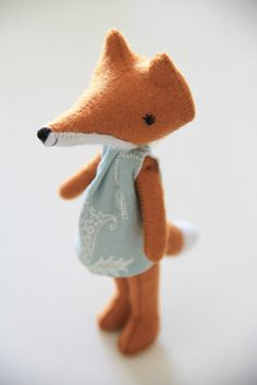 foxy woxy, Felt fox. I'm such a sucker for a well dressed animal!
