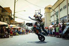 Aaron Colton: Sportbike Freestyling auf den Philippinen