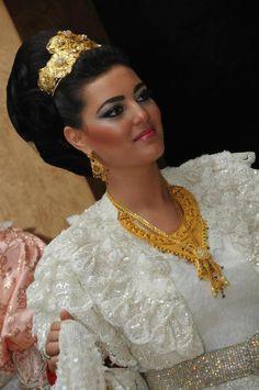 Arnavut gelinleri :) Albania, Oriental Fashion, Kaftans, Abayas, Fashion Jewelry, Bride, Beautiful, Updo Hairstyle, Bosnia