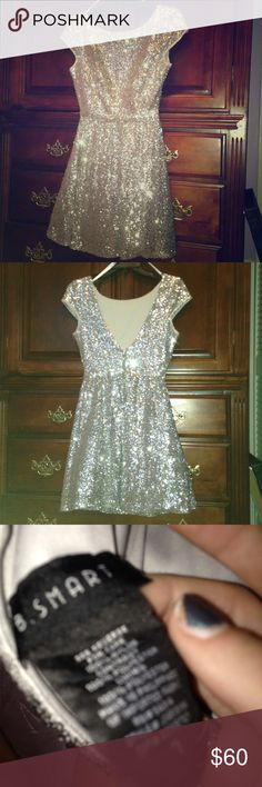 FINAL PRICE✨Sparkly homecoming prom formal dress only worn once for homecoming!! Bought at Macy's its imperfect condition ! Super glittery and sparkly its sooooo cute✨✨✨✨bundle and save!!! Talk to me xoxo. Size is 7 but should fit medium / some small Macy's Dresses Prom