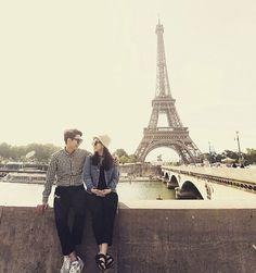 저날 날씨 엄청 추웟는데 나는 맨발의투혼 햇심다 #ㅋㅋㅋ #커플스타그램#럽스타그램# #하루#여행#일상#데일리#스냅사진#paris by _2minjung_ Eiffel_Tower #France