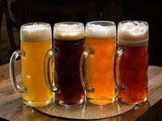 Una jarras con distintos tipos de cerveza
